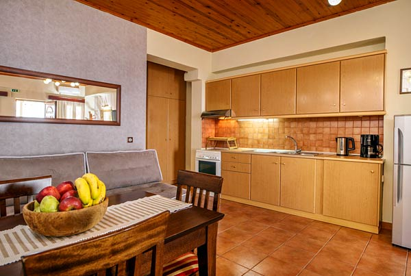 Plakias Apartments - Prepare and enjoy your meals in the fully-equipped kitchenrooms