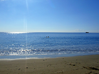 Winter Holidays in Crete - Damnony beach: enjoy swimming on a sunny Winter day